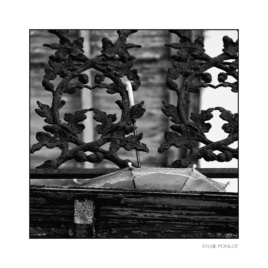 2015-12-umbrella-balcony